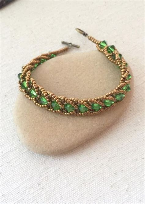 seed bead tutorials for beginners the flat spiral stitch is for beginners beaders