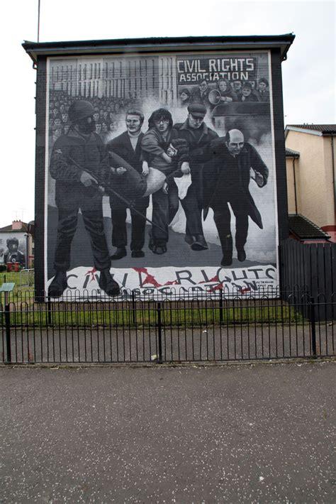 irish murals  derry  belfast photo essay