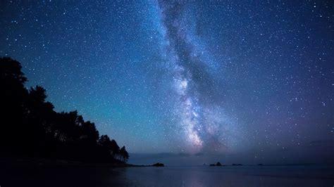 herunterladen  full hd hintergrundbilder sterne himmel meer milchstrasse baeume p