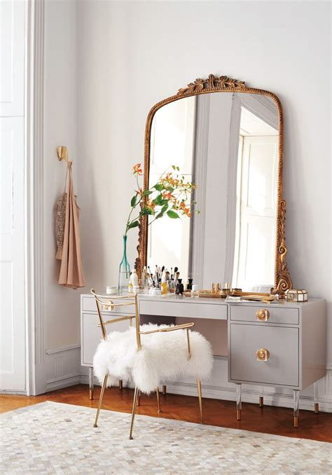 Mirrored Makeup Vanity Table 17 Best Ideas About Mirrored Vanity On Mirrored Vanity Table Makeup Vanity Lighting