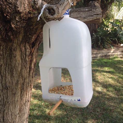 how to make birds come to your feeder 23 diy bird feeder