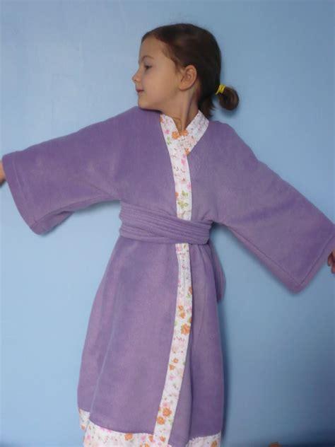 robe de chambre enfant polaire robe de chambre kimono en polaire taille 7 ans photo de