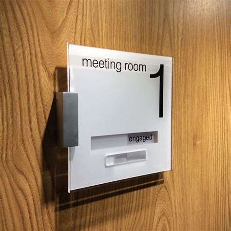 room door sign sliding signs meeting room 1 vacant and engaged http
