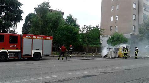 torretta pavia incendio cassonetto della carta in via torretta a pavia