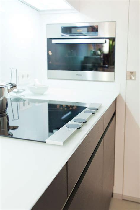 arbeitsplatte glas moderne leicht k 252 che mit glas arbeitsplatte und theke