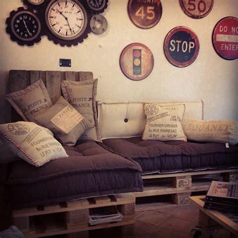 cuscini per terra divano cuscini trapuntati tabouret materasso a terra 1