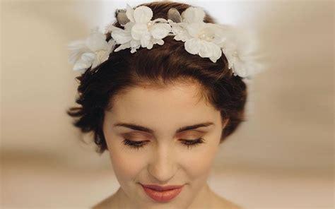 Hochzeitsfrisur Kurze Haare Blumen by Hochzeitsfrisuren Kurze Haare Mit Blumen Haarkranz