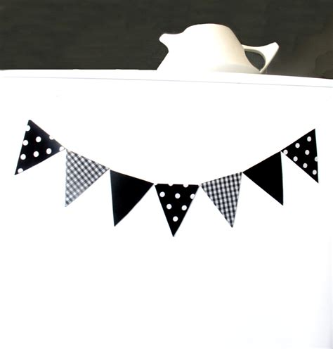 Mini fridge bunting   7 magnets! Black & white   Felt