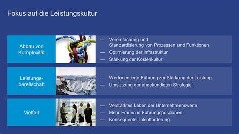 partnerbank deutsche bank bank drauen geschenke bank heu drauen stockfoto