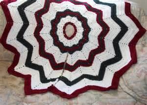 free crocheted christmas tree skirt pattern easy crochet