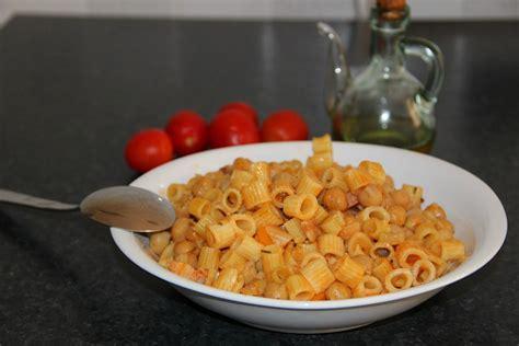 cucinare pasta e ceci pasta e ceci la ricetta classica piatto invernale