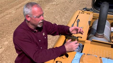 properly changing return filter  cat hydraulic excavators youtube