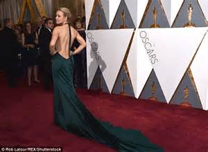 Mcadams Models Beyonce And Kirstens Oscar Dresses In by Oscar Nominee Mcadam Dares To Bare In Backless