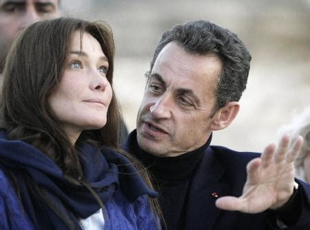 Psst Is Carla Bruni To Wed President by Sarkozy Marries Bruni At The Elysee Radio