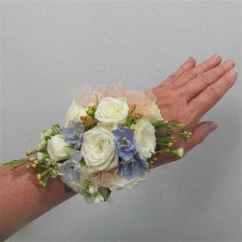 Learn How To Diy A Corsage learn how to make a corsage free diy wedding flower