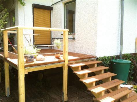 terrasse treppe erh 246 hte terrasse aus bangkirai mit holztreppe und