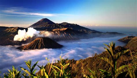 Keajaiban Bromo Tengger Semeru mount bromo most beautiful mountain in the world indo