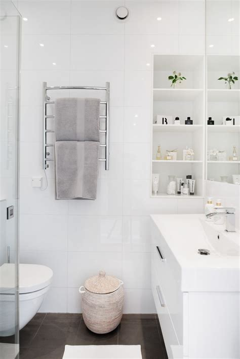 small bathroom white 25 best ideas about small white bathrooms on pinterest cleaning bathroom tiles