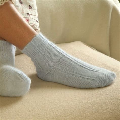 Wearing Socks To Bed by Wear Socks To Bed To Fall Asleep Faster And Avoid Sleep