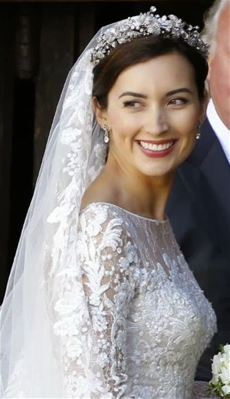 Wedding Hairstyles With Veil And Tiara by Best 25 Wedding Tiara Veil Ideas On Wedding