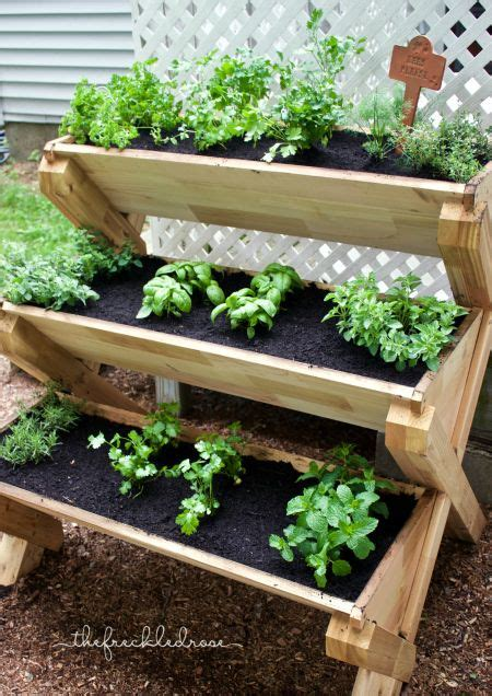 This Cedar Planter Is A Super Cute Way To Grow Herbs Garden Planter Boxes Ideas