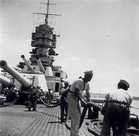 ufficio lavoro trieste marinai al lavoro sul ponte della rn vittorio veneto nel