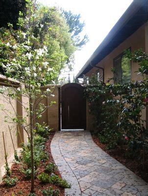 landscaping ideas for narrow side of house 25 best ideas about side yard landscaping on pinterest simple landscaping ideas