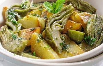 come si cucinano i carciofi in padella carciofi e patate aromatici ricette chiara pallotti d