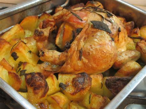 cucinare pollo intero al forno pollo al forno con patate il leccapentole e le sue padelle