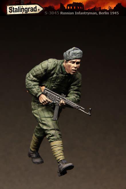 Russian Infantryman Berlin 1945 russian infantryman berlin 1945 1 35 stalingrad 3045