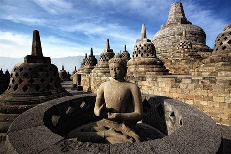 Yogyakarta Borobudur Sunrise, Merapi & Solo  Lokopoko.travel