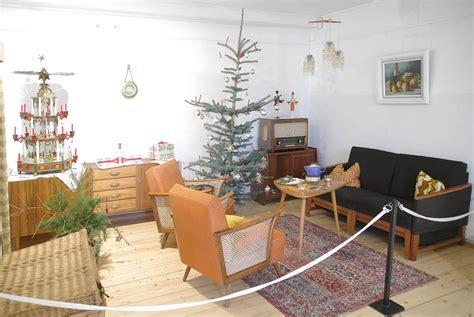 weihnachtsbaum mit ddr lametta ddr wohnstube um 1960 foto bild m 246 bel sitzm 246 bel alltagsdesign bilder auf fotocommunity