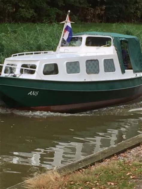 vaarbewijs brielle kajuitboot incl buitenb motor stalen vlet lichte opknapper