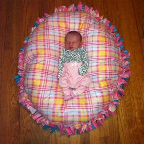 No Sew Fleece Pillow Directions by How To Make A No Sew Fleece Blanket W Out Bulky Knots