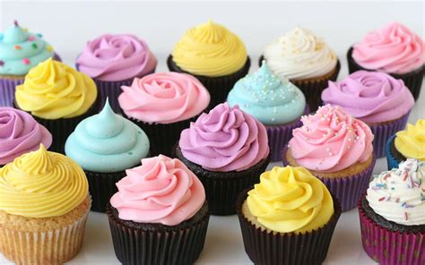 how to decorate cupcakes using icing buttercream fondant