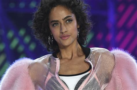 models wore their hair down in all natural style with neutral makeup victoria s secret models ditched the extensions and wore