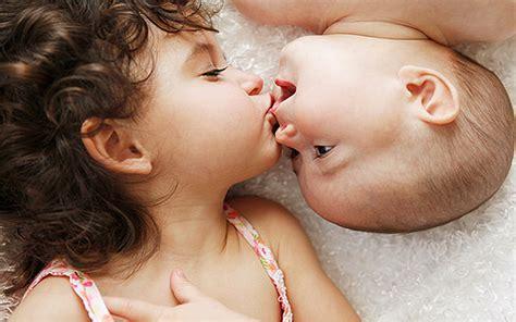 wallpaper cute kiss cute couple kiss hd wallpaper stylishhdwallpapers