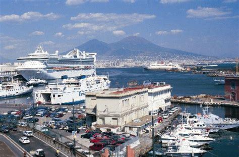porto napoli tv porto di napoli arriva l estate ed 232 boom di navi da