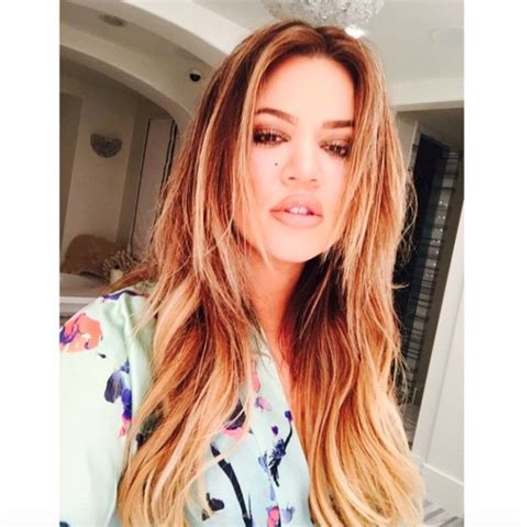 how to get khloe kardashian hair color 2014 khloe kardashian goes back to blonde as she ditches her