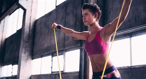 die besten fitnessgeräte für zuhause effektiv platzsparend die besten trainingsger 228 te f 252 r