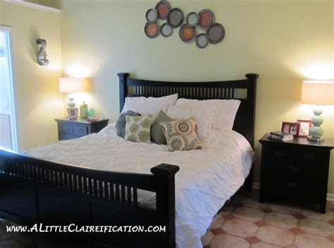 clean and organize bedroom wake up happy keeping a clean master bedroom a little
