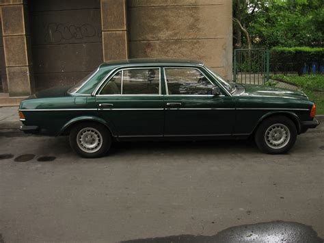 green mercedes file green mercedes w123 in krak 243 w 4 jpg
