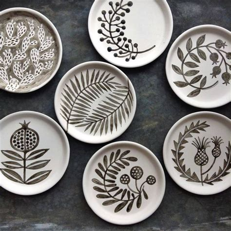 decorating pottery 25 best ideas about ceramic plates on pinterest