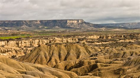 las bardenas reales un desierto de otro mundo en navarra bardeneras la experiencia de vivir en una cueva el