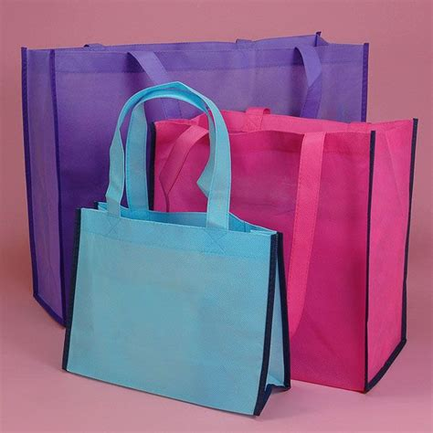 wedding gift bags ideas http abigailcherry hubpages hub wedding gift bag ideas for your out of town guests one