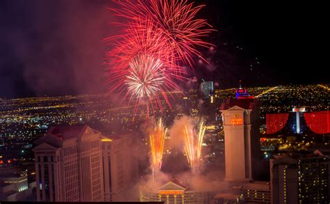 new year mountain las vegas 2015 the high roller celebrates new year s with
