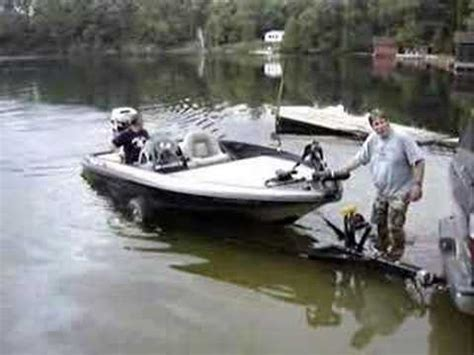 driving boat onto trailer loading ray s ranger boat onto the trailer on bobs lake at