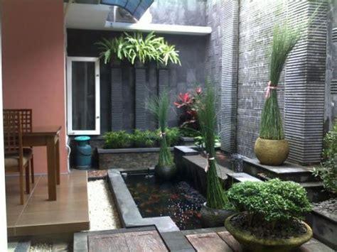 taman  kolam belakang rumah minimalis kumpulan model