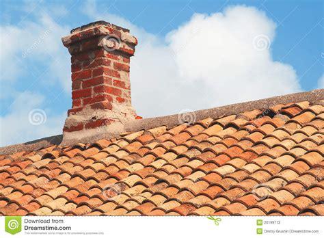 tuile brique toit de tuile avec la chemin 233 e de brique photos stock