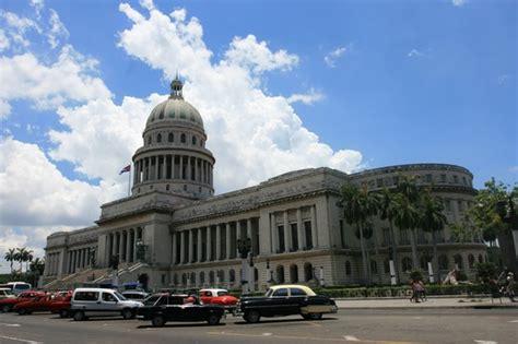 cuba turisti per caso capitolio l avana viaggi vacanze e turismo turisti